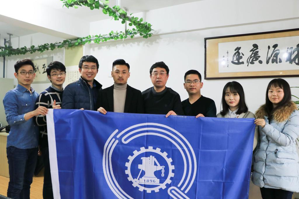 交大学生团队赴青岛探望校友并走访海尔集团