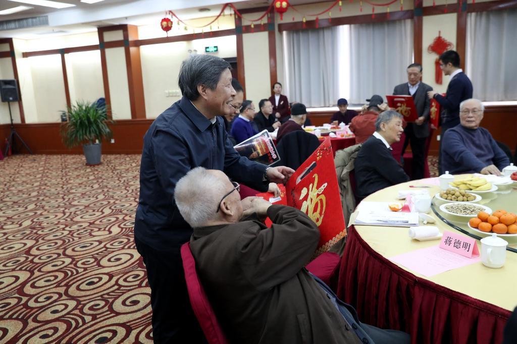 西安交大举办2019年院士、老领导新春慰问活动