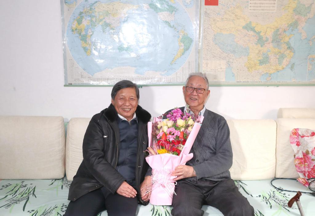 校领导新春慰问:祝大家新春愉快,阖家幸福
