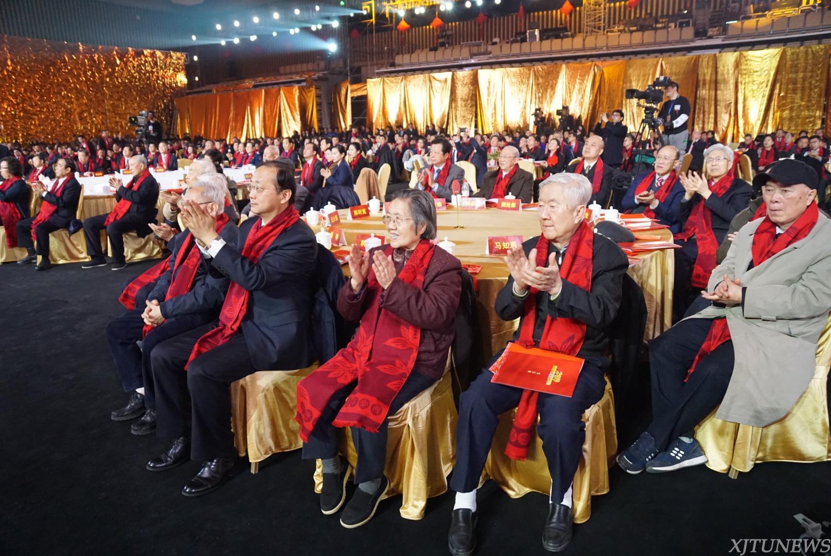 """俞茂宏教授获颁""""感动西安2018年度十大人物""""称号"""